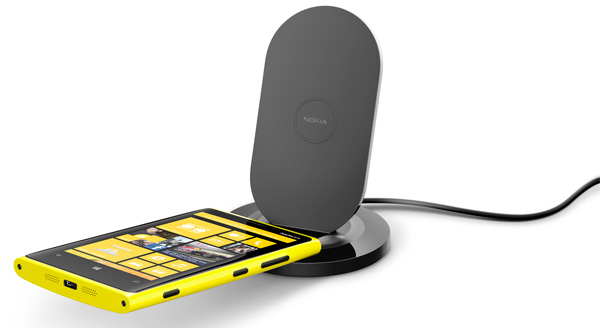 nokia-wireless-charging-stand-dt-910-with-nokia-lumia-920
