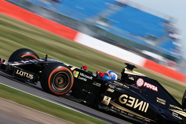 LOTUS-F1-TEAM-MICROSOFT-LUMIA-1-640x427