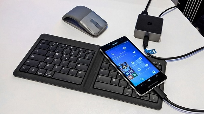Lumia-950-Continuum-Dock_thumb